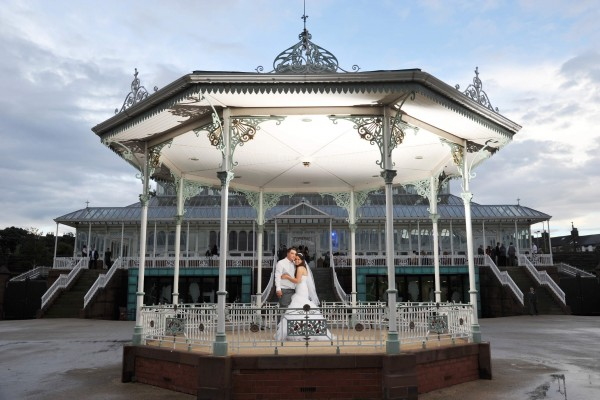 Wedding-at-the-isla-gladstone-Bandstand